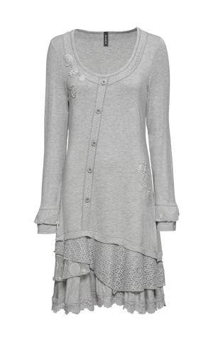 Úpletové šaty s aplikáciami bonprix