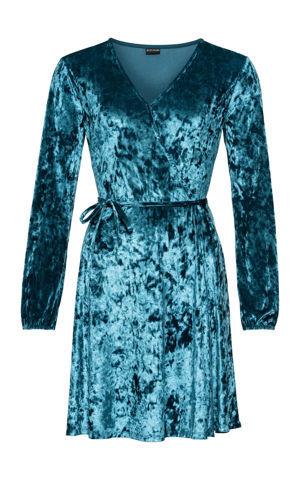 Zamatové šaty v zavinovacom vzhľade bonprix